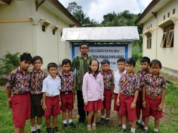 Foto bersama tim PASKIB SD N 001 Kayan Selatan