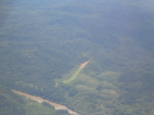 Salah satu bandara perintis di perbatasan yang dikelilingi hutan lebat. nama daerahnya datadian, kecamatan kayan hilir, Malinau