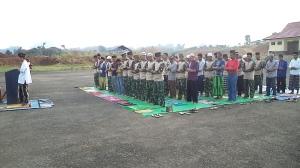 Sholat Idul Fitri di bandara Long Ampung