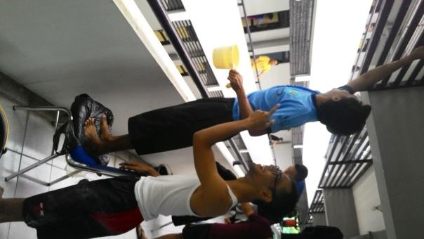 Peserta PPG SM3T UNY membersihkan rusunawa dengan riang gembira