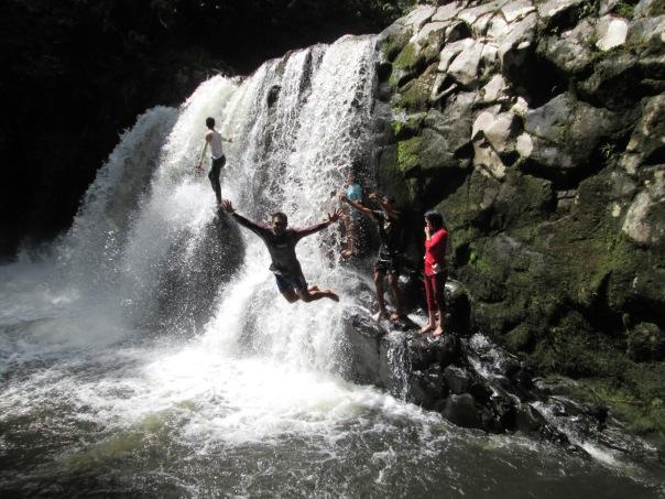 Air terjun di hulu sungai Tekuwau
