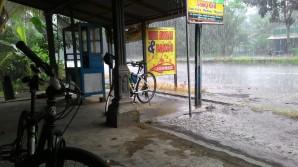 Kehujanan di tengah perjalanan